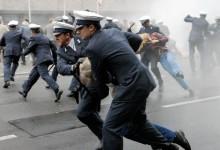 Dt. Oper Berlin. Polizei gegen Demonstranten